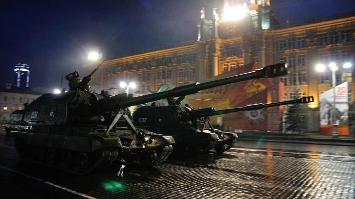 Танки в городе: как прошла ночная репетиция парада Победы в Екатеринбурге