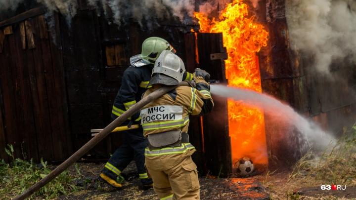В Самаре в частном секторе сгорел дом, есть погибшие