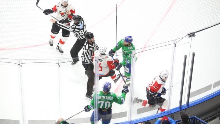 Разминаем кулачки: победный матч «Авангарда» в Уфе завершился групповой дракой хоккеистов