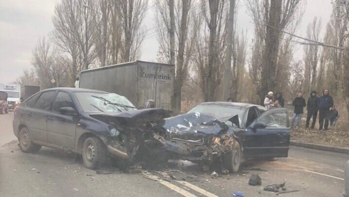 «Уснул за рулем»: массовая авария в Кировском районе привела к пробке на юге Волгограда