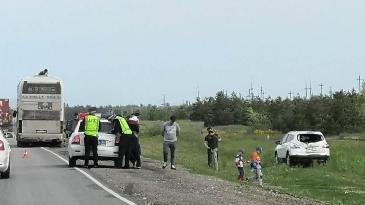 «Слетел в овраг»: под Волгоградом дагестанский автобус протаранил внедорожник: фото
