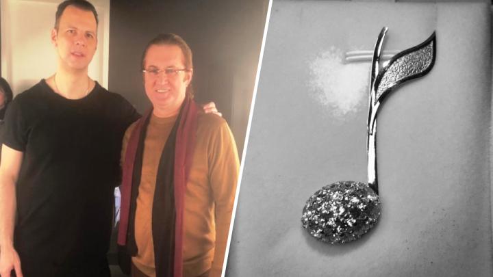 Ювелир Алекс Солджер подарил Курентзису заколку с кристаллами Сваровски от всех пермяков