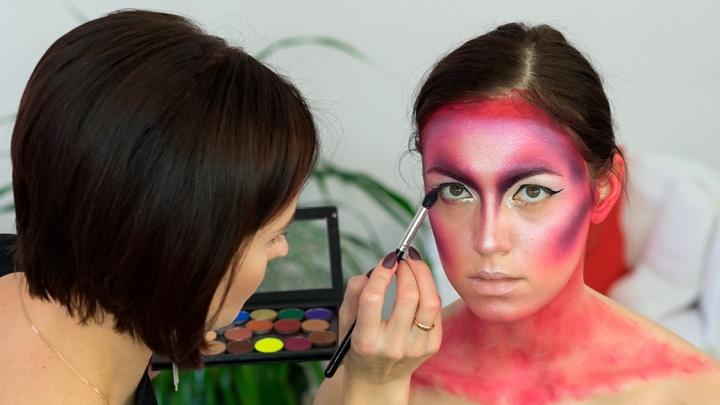 Страшно красиво: готовимся к Хэллоуину —делаем креативный макияж и рисуем раны