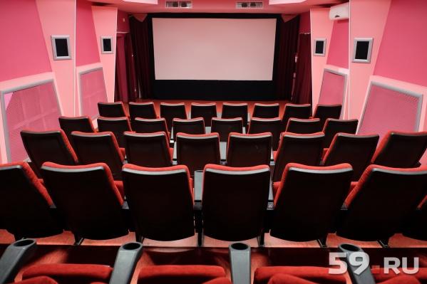 Показы старых фильмов сейчас — под угрозой. Может случиться так, что кинотеатры, где идут ретроспективы, будут пустовать