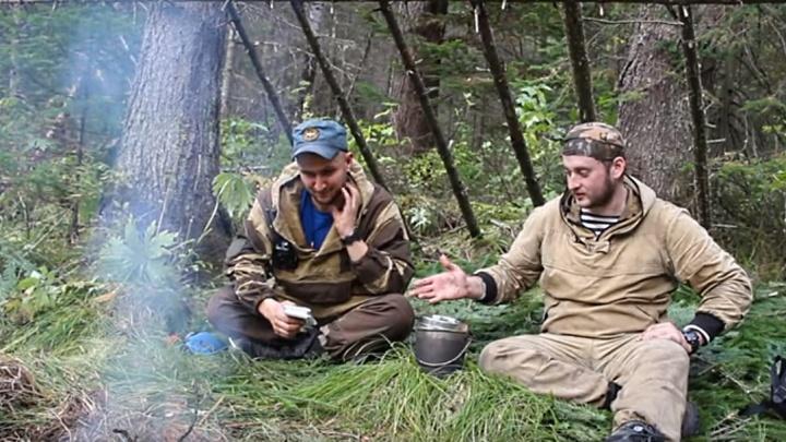 Лесник и сотрудник МЧС устроили ночевку в лесу и рассказали, как спастись от медведя