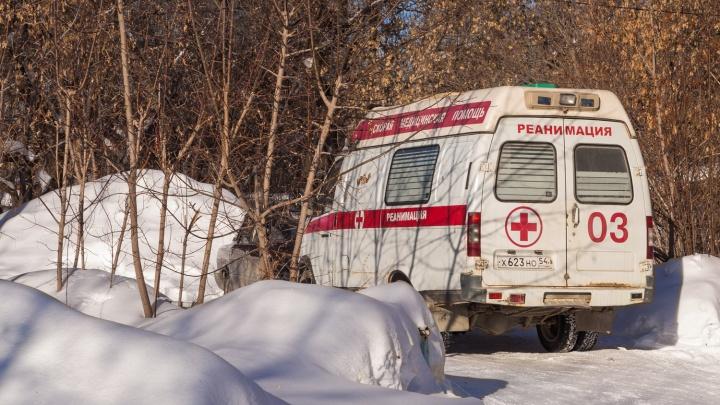 Буксуют и на магистралях: машины скорой помощи застряли в рекордных сугробах