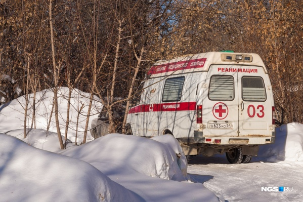 По словам врачей, автомобили скорой застревают не только в частном секторе, но и на съездах с магистралей Новосибирска