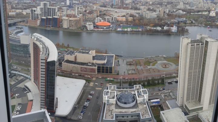 В самом высоком жилом небоскребе Екатеринбурга продают пентхаус: какие виды из него открываются
