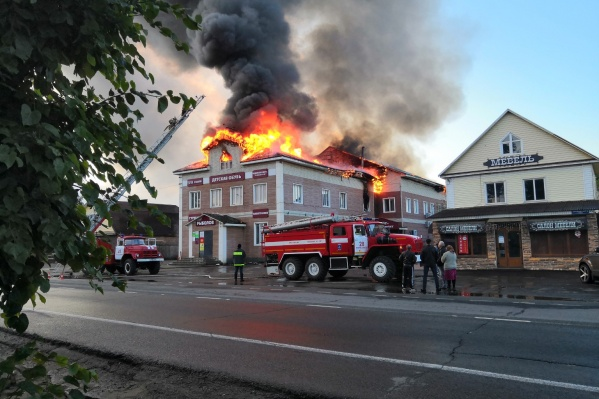 Пожар начался около трёх часов утра