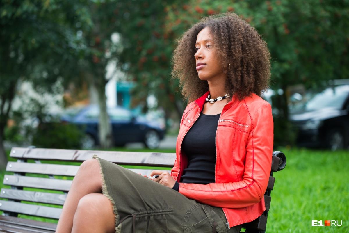 Каролина говорит, что планов уехать любой ценой после окончания вуза у нее нет. Жить и работать она хотела бы в России