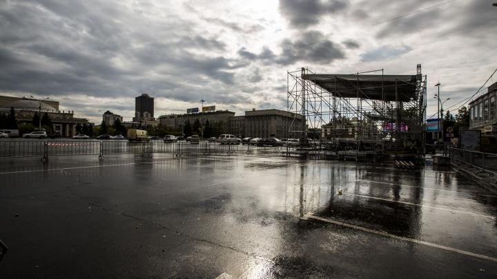 Праздник каждую неделю: на площади Ленина установили новую сцену