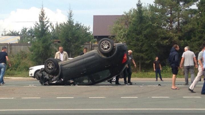 Авария на М-5 под Уфой: одна из машин опрокинулась на крышу