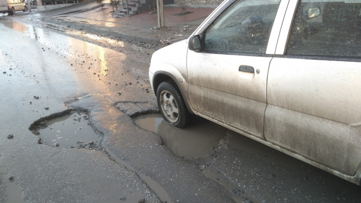 Как после бомбёжки: новосибирец обнаружил опасные ямы на дорогах МЖК
