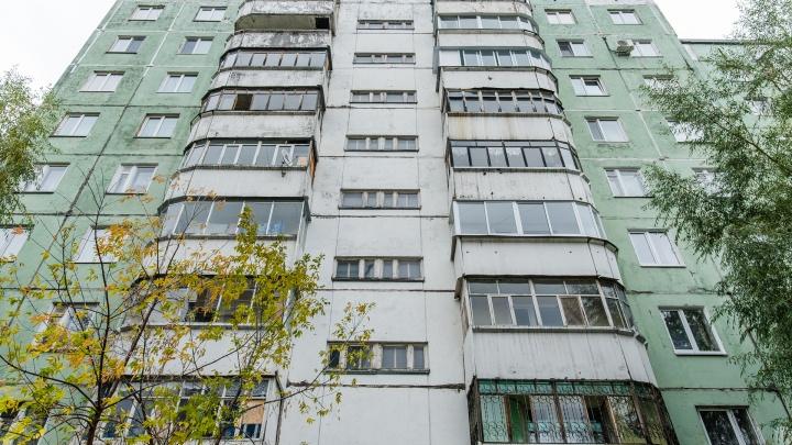 В Перми мужчина, который ремонтировал дом, сорвался с высоты и разбился насмерть