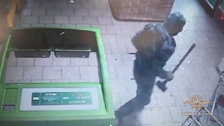 Банду из Новокузнецка задержали за попытку вскрыть банкомат с 5 миллионами в Красноярске. Видео