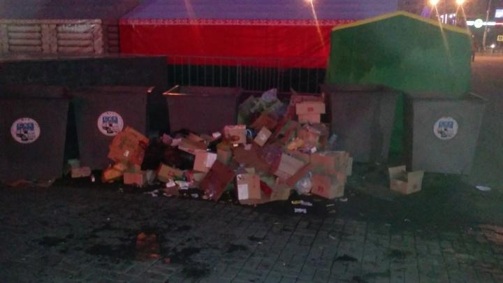 Рядом с белорусской ярмаркой у вокзала выросли горы мусора