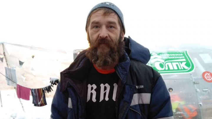 Экоактивиста задержали на Шиесе за то, что почистил ото льда ступеньки на куче щебня