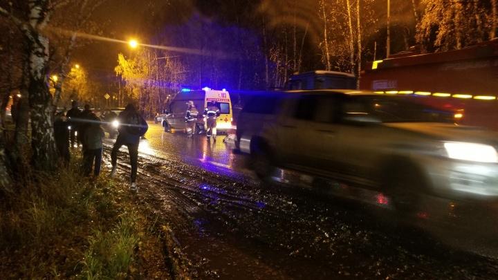 Авария в районе Антипино, где иномарка насмерть сбила женщину, попала на видео