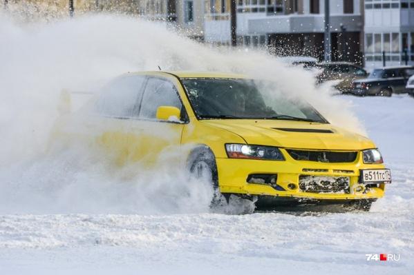 Mitsubishi Lancer Evo крайне дорог в эксплуатации. Но для увлечённого водителя ничего иного зимой и не надо