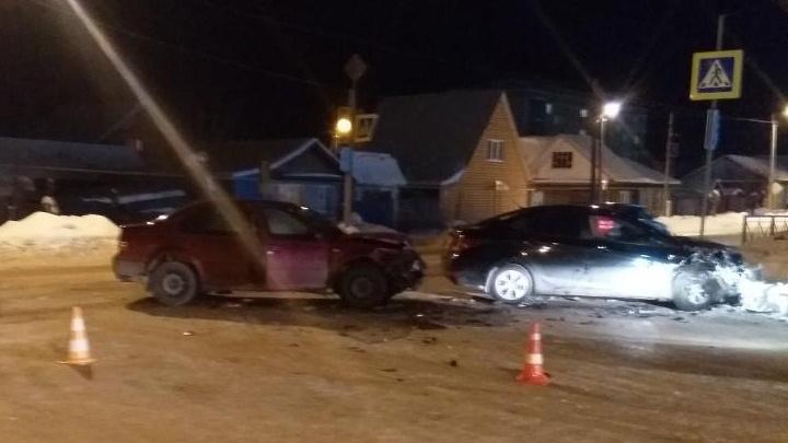 В Шадринске при столкновении автомобилейHyundai и Volkswagen пострадал ребенок