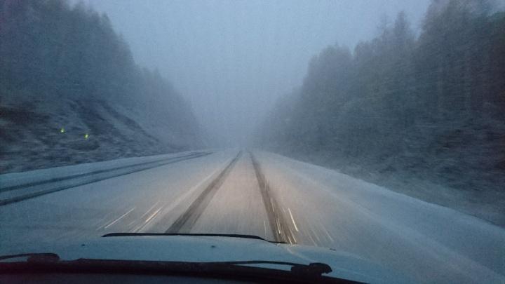 Вторые вестники зимы: трассу в Башкирии замело снегом