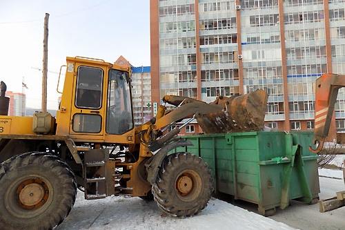 С придомовой территории вывезли 100 кубометров мусора