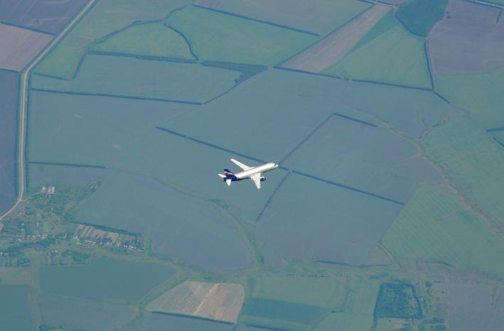 Сфотографировать встречный самолёт — сложная задача
