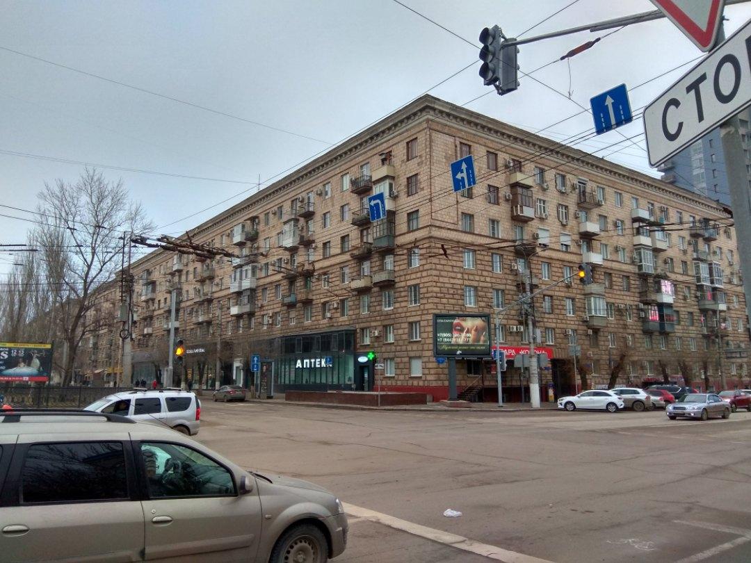 Светофоры на одном из самых аварийных перекрестков Волгограда погасли