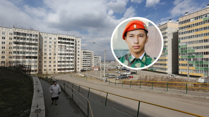 Красноярский школьник спустился по веревке на балкон к плачущей пенсионерке
