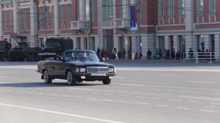 В центре Новосибирска началась репетиция парада Победы