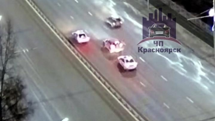 В ходе короткой погони полицейский автомобиль ударил BMW