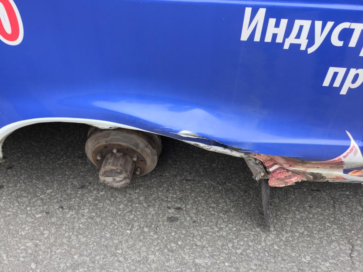 Умаршрутки наБердском шоссе оторвало колёса