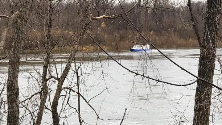 Спасатели рассказали, как ведут поиск на реке под Уфой, где пропали мужчина и два его сына