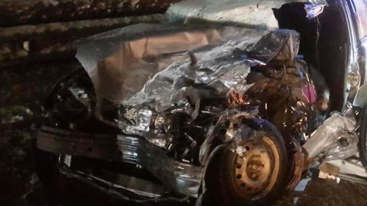 В Прикамье Chevrolet Lanos врезался в грузовик: погибла женщина-водитель
