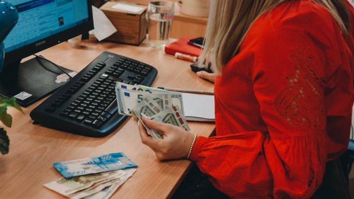 После телефонного разговора тюменка отдала миллион рублей сбережений лжеброкеру