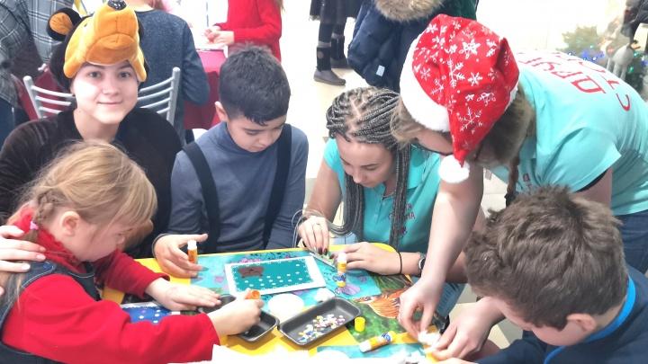 «Ищем ниточку и тянем за неё»: логопед из Архангельска о том, как игра помогает особенным детям
