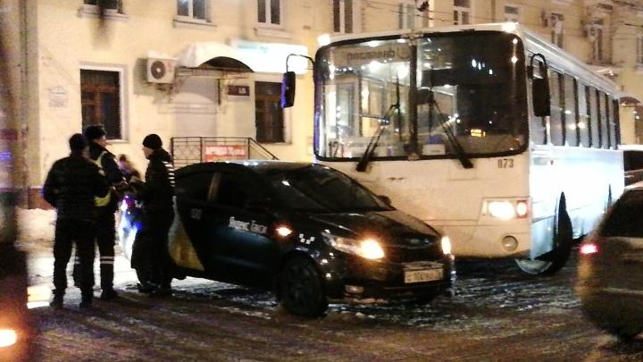 В центре Ярославля произошло ДТП с пассажирским автобусом: на дороге пробка