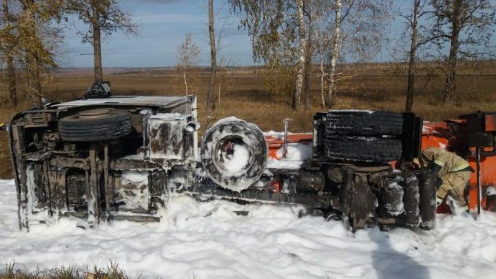 На трассе в Башкирии опрокинулся грузовик с дизельным топливом, нефтепродукты попали на почву