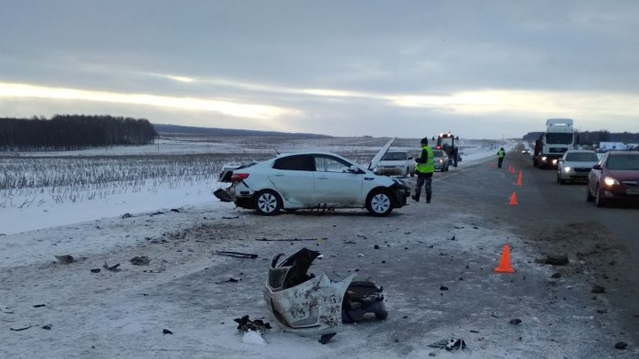 Подробности аварии на трассе в Башкирии: от удара пассажирку выкинуло из машины