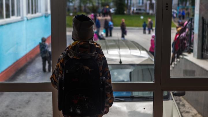 «Учительница пророчила мне судьбу поломойки»: 10 откровенных историй новосибирцев о травле в детстве