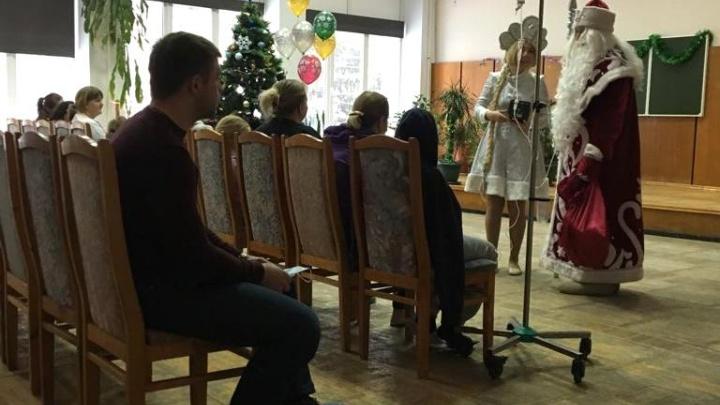 «Плакать хотелось»: актёры приехали в больницу, где дети с онкологией встретили Новый год