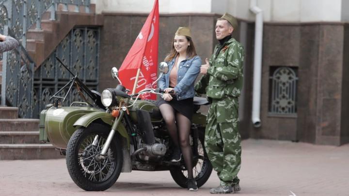 Парад на Театральной площади и полевая кухня: как празднуют День Победы в Ростове — в режиме онлайн
