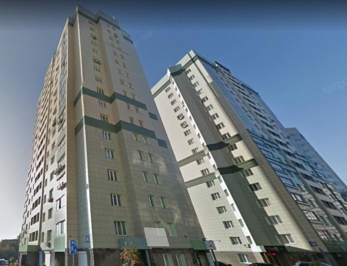 По предварительным данным, молодые люди упали с 17-го этажа высотки на улице Овражной, 16