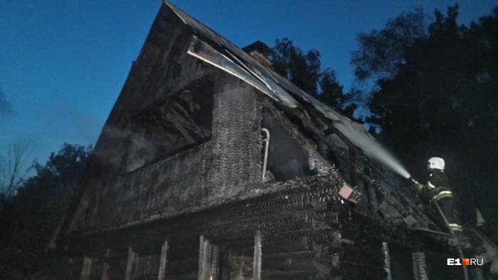 Дом был сухой и быстро разгорелся