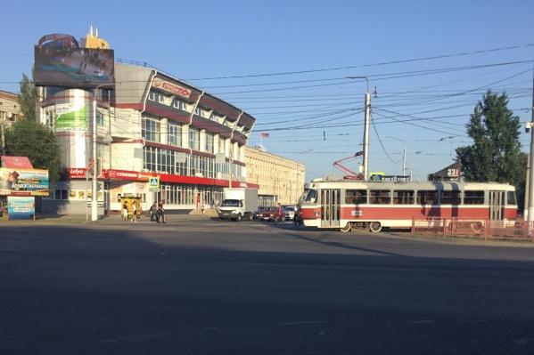 Когда трамваи вернутся на привычный маршрут, пока неизвестно