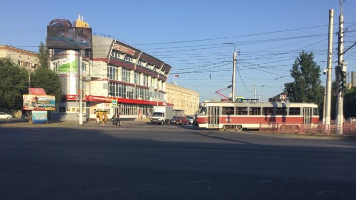 Оборвавшийся провод остановил скоростные трамваи в центре Волгограда