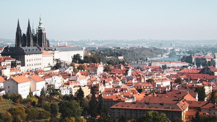 Рейсы в Прагу из Екатеринбурга и Москвы отменили из-за решения властей Чехии