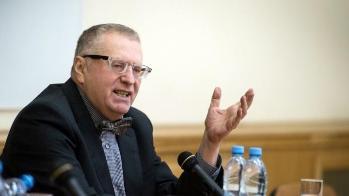 «Ты вынь оружие и предупреди его»: Жириновский раскритиковал действия убитого полицейского
