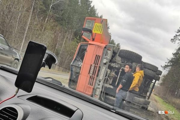 Другие машины грузовик не задел
