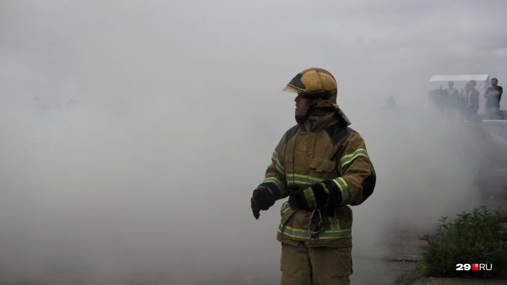 В Холмогорском районе у местного жителя, пытавшегося потушить пожар, остановилось сердце